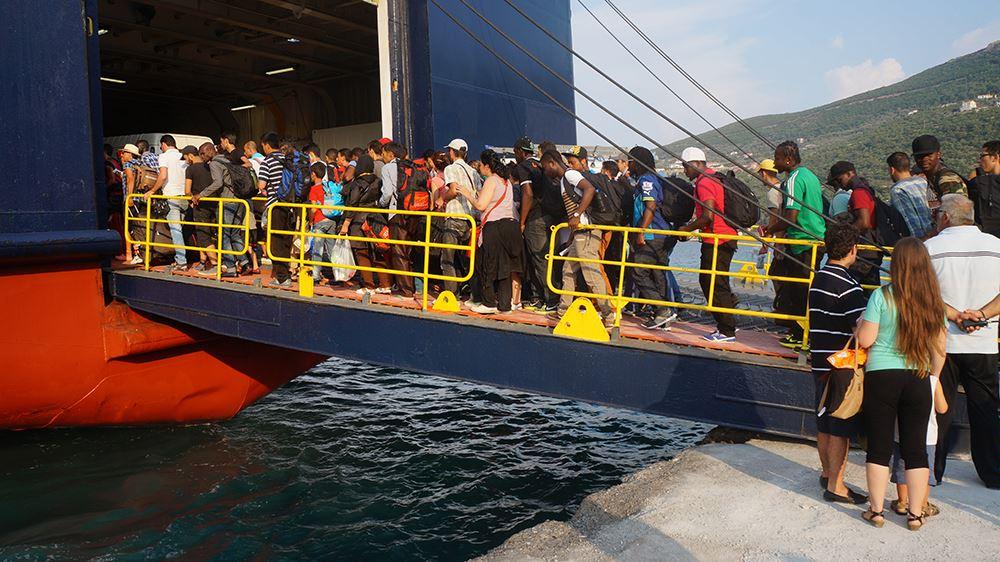 Die Fähre nach Athen bringt die Flüchtlinge ihrem Ziel Nordeuropa ein Stück näher. Auf sie wartet mit der Black Route über den Balkan aber noch ein gefährlicher Reiseabschnitt.